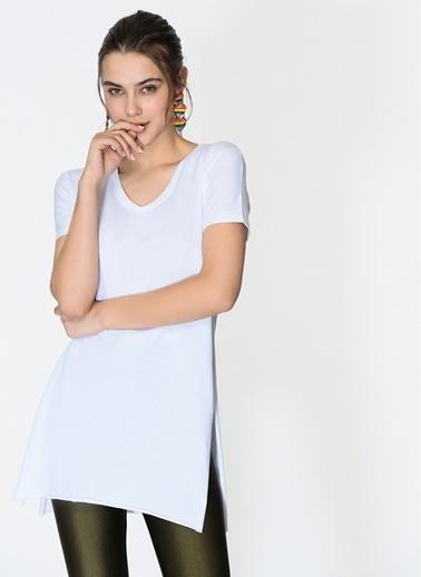 Loves You V Yaka Yırtmaçlı %100 Cotton T-Shirt Beyaz